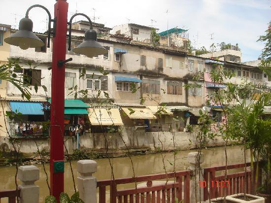 ควีนสุริยาคาสเซิล: The river and buildings on the other side