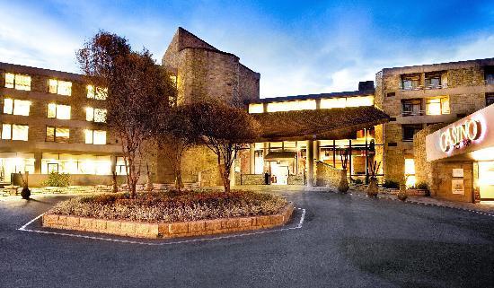 Lesotho Sun Casino: Hotel at night