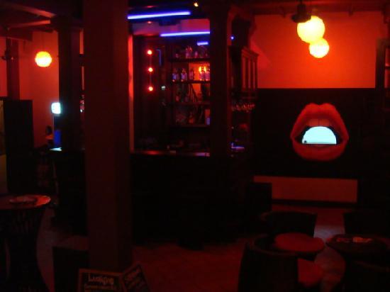 S Bar & Restaurant: バーの中の様子