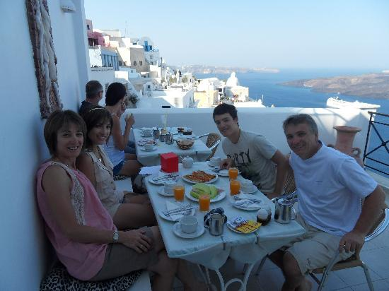 Villa Renos: Breakfast on the Balcony