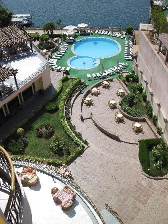 Lotus Luxor Hotel: Vue de la piscine et du Nil depuis la chambre