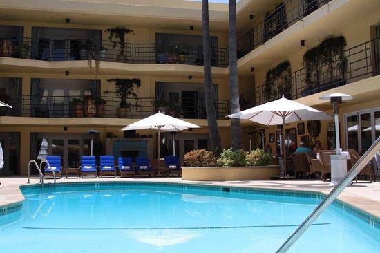 Oceana Beach Club Hotel : piscine