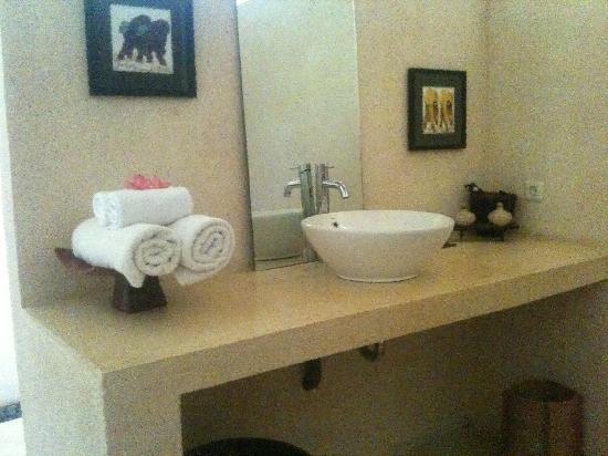 Segara Villas : basin area in bathroom