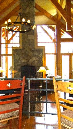 Cathedral Mountain Lodge: Main Cabin