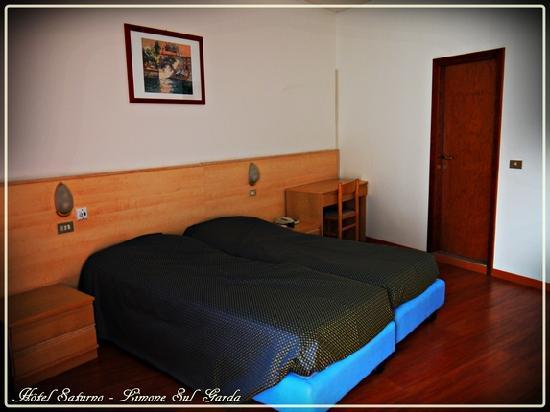 Hotel Saturno: Chambre avec vue sur le lac