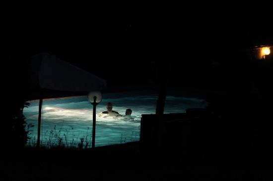 Agriturismo Il Poggio alle Ville: A late evening dip keeps you cool