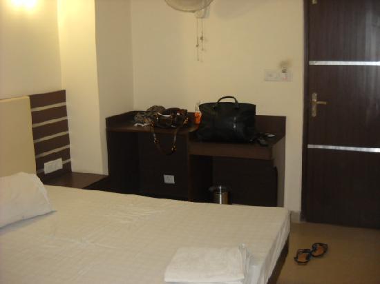 Vivek Hotel: chambre