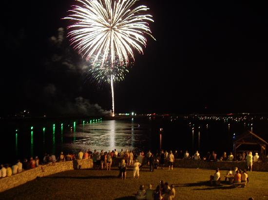 Lake Motel & Efficiencies: Fireworks Saturday night