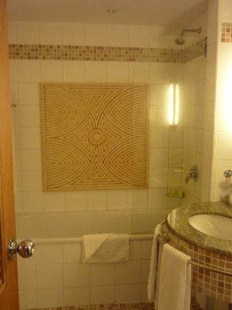 The Federal Palace Hotel: Bathroom of Hotel