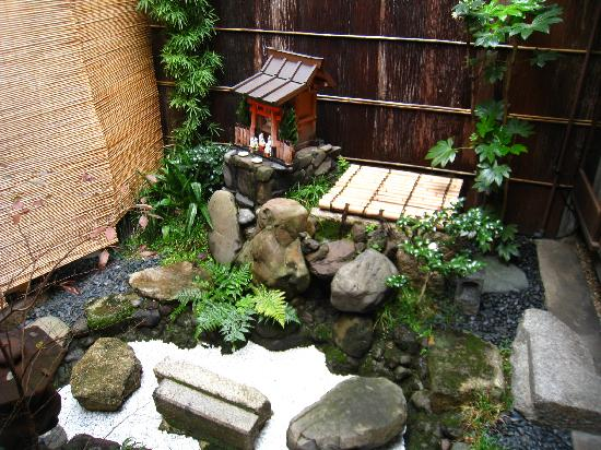 Inn Kawashima: The pocket garden