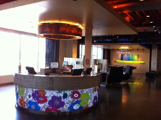 Aloft Leawood - Overland Park: Check-in