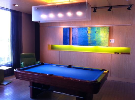 Aloft Leawood - Overland Park: Pool table in the lounge