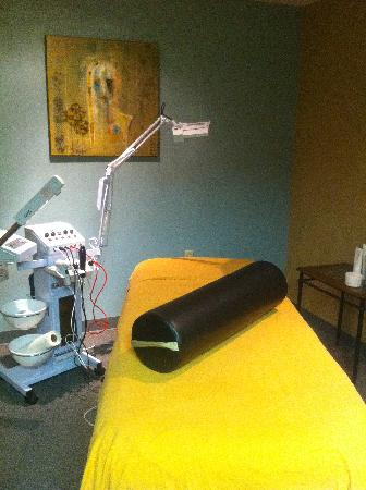 Evolve Spa: Evolve Facial Room, state of the art equipment