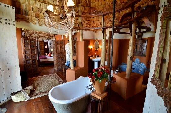andBeyond Ngorongoro Crater Lodge: The bathroom