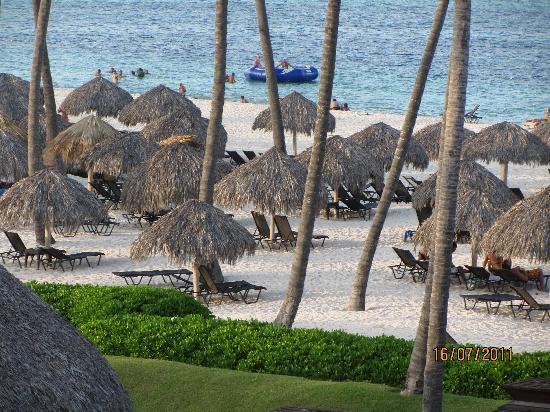 Secrets Royal Beach Punta Cana: Beach in the afternoon