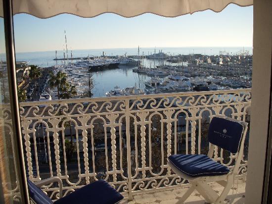 Hotel Splendid: Le port vue d'une chambre au 6ème étage