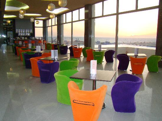Atrium Platinum Hotel: Main bar Chromata