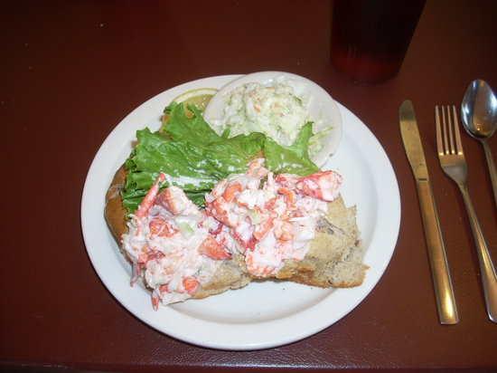 Sarah's Cafe : Sarah's Lobster Roll is large and tasty.