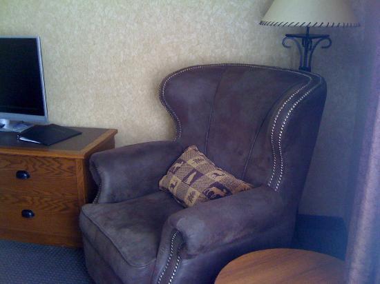 Best Western Plus Kelly Inn & Suites : comfy chair in corner