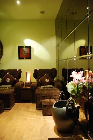 relaxing foot massage room picture of elements spa shanghai tripadvisor. Black Bedroom Furniture Sets. Home Design Ideas