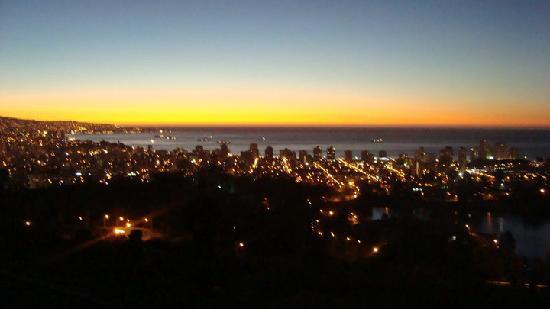 Santiago, Chile: Viña de noche
