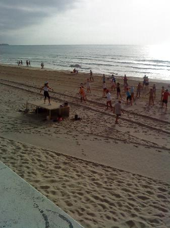 Torre de la Horadada, Spanien: Beach aerobics to wake you  up!
