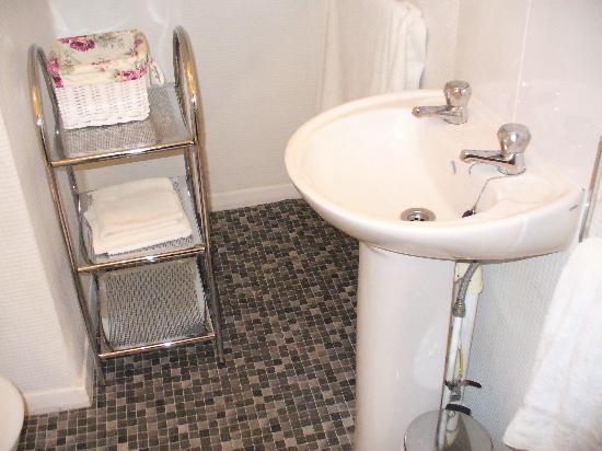 Elmdon Lodge: Bathroom