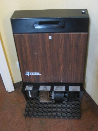 Galerie Hotel Leipziger Hof: Shoe shine by the elevator