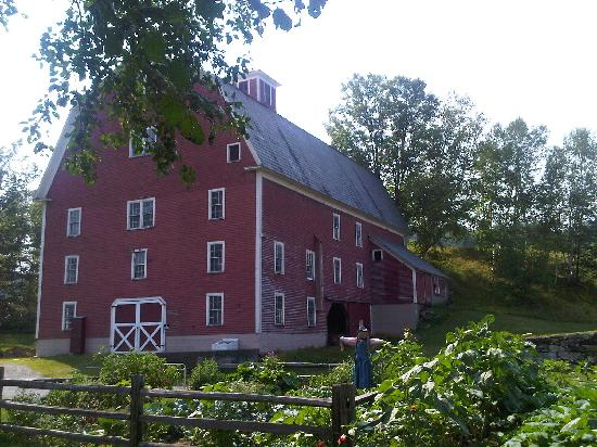 Farmhouse Inn at Robinson Farm: I took my morning coffee and sat outside to enjoy the lovely morning.