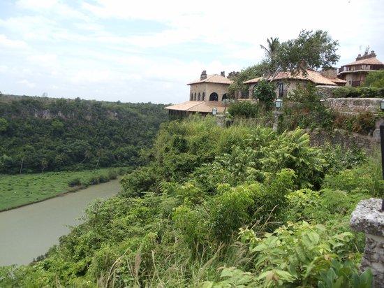 Altos de Chavon: resturants over looking the river