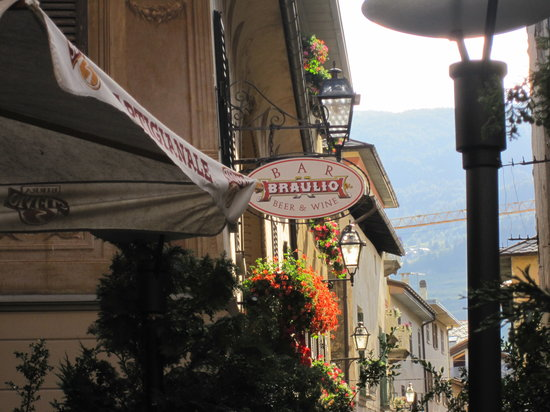 Bormio, Italy: Great place to for a beer or some wine...