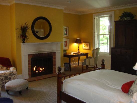 The Aurora Inn: Our room #3