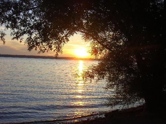 The Aurora Inn: Sunset on Lake Cayuga.