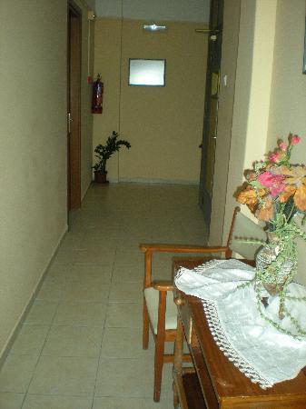 Hotel Mirabello: 3rd floor hallway