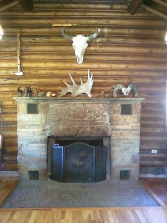 The Trail Shop Inn and Restaurant: Dining Room Fireplace