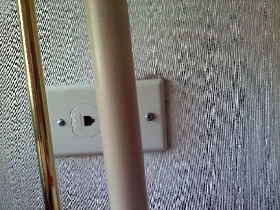 FairBridge Hotel at Executive Plaza Wheeling: Mold around the outlet