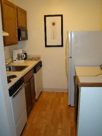 TownePlace Suites Baton Rouge South : Hotel Room Kitchenette