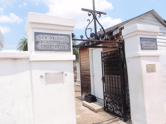 Strange True Tours : Entrance to St. Louis Cemetery #1