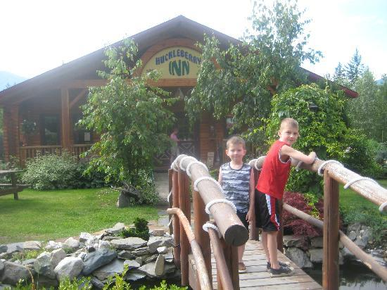 Huckleberry Inn : Boys above the fish pound in the frount/