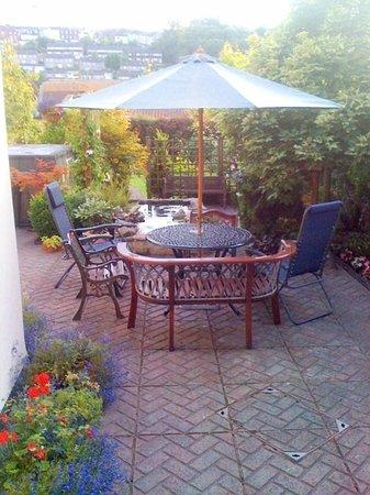 Woodstock Guest House: the lovely garden