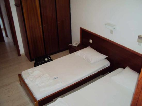 Avra Beach Hotel: Bedroom
