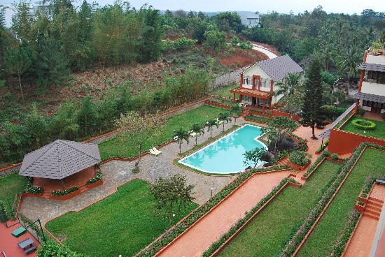 Damsan Hotel: Jardin / piscine