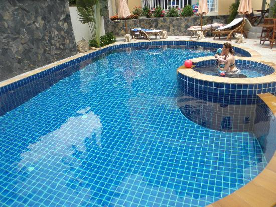 Chaweng Noi Residence: Pool swimming