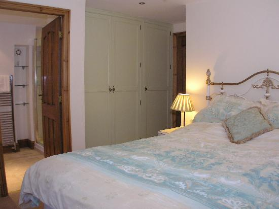 Old Stoney Bank Guest House : Apartment main bedroom with ensuite