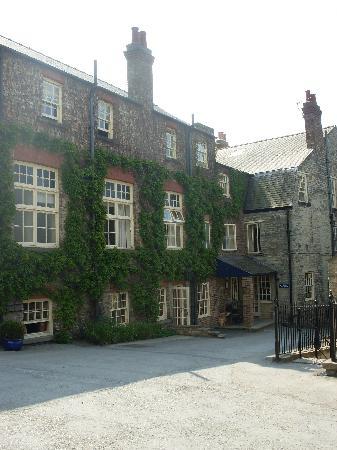 The White Swan Inn: back of hotel