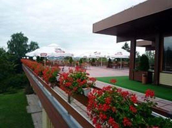 Mercure Mragowo Resort & Spa: terrasse du restaurant