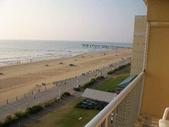Travelodge Suites Virginia Beach Oceanfront: The ONLY nice thisng I can say