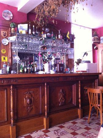 Cafe Aux Trois Moulins: Bar