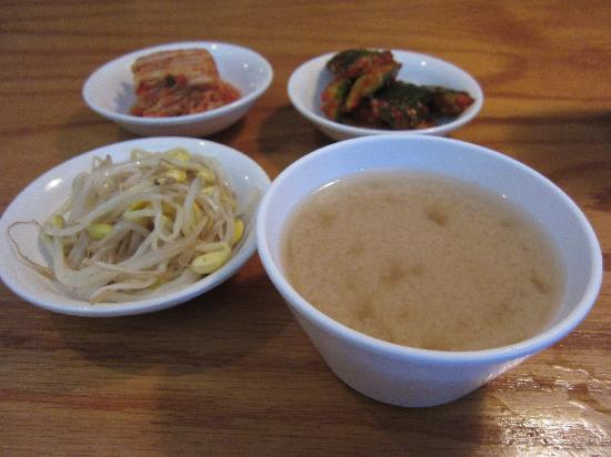 Sa Ri One: Miso soup & pickled vegetables