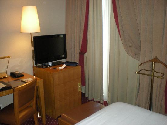 Hotel Royal Saint Michel: Televisor LCD e internet wifi gratuito